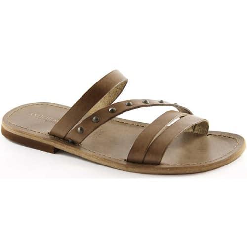 b70511c3fdb34 Pureté et féminité affichées pour ces sandales Spartoo. Les brides en toile  donnent une sensation de fluidité au modèle, pour un confort absolu.